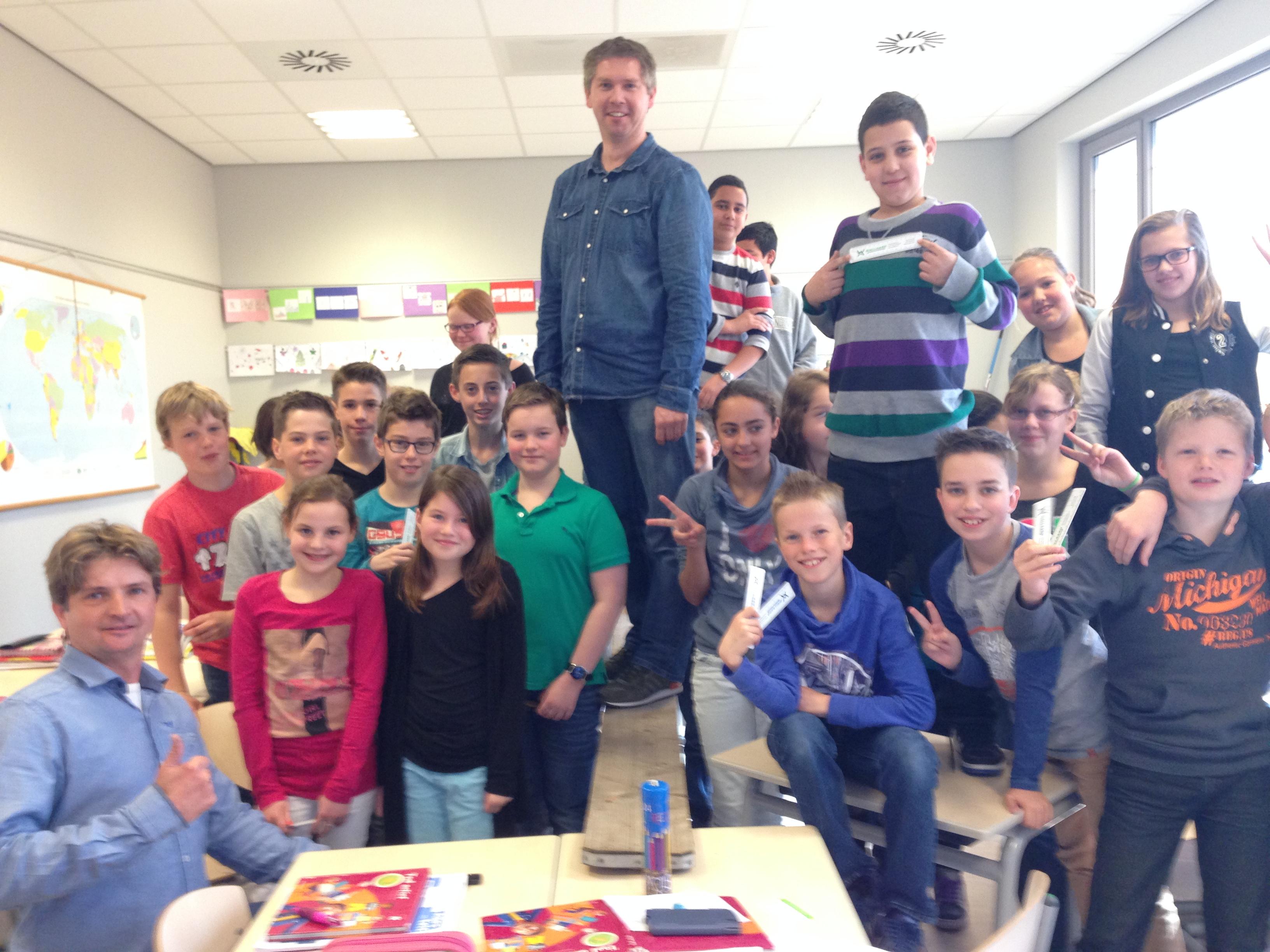 """GCE-Tiel verzorgt Masterclass """"Bruggenbouw voor Dummies"""",  Michael van de Berkt en Wim de Groot gaven afgelopen donderdag een gast-les over bruggenbouw voor groep 8 van basisschool de """"achtbaan""""in Tiel."""